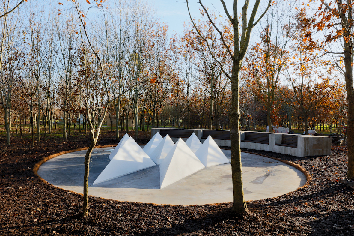 Alison Wilding's memorial to terrorism victims